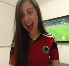 Novinha de 18 anos pelada na webcam