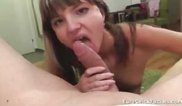 Seduzindo novinha para fazer sexo oral na virgem