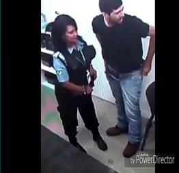 Segurança feminina casada não viu a câmera e foi filmada dando a buceta no local de trabalho pro cliente do banco do brasil