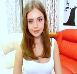 Sósia da Angelina Jolie mostrando o peitinho e tirando a calcinha - Pimbada