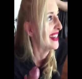 Tarada traindo o namorado pagando boquete no cabeleireiro