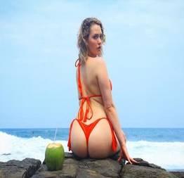 Mia Malkova de ferias no Brasil