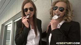 Agentes gostosas do FBI dando o cu