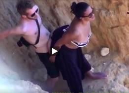 Flagra da morena dando para o seu namorado em um sexo escondido.