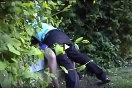 Flagrante de uma casadinha dando a buceta quente no mato