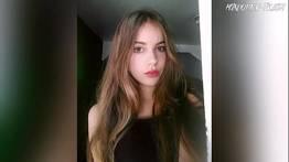 Julia de 18 anos em fotos sensuais se mostrando