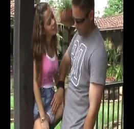 Menina novinha fazendo sexo com pai pela primeira vez no sitio