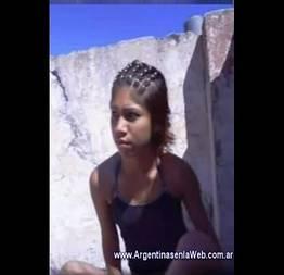 Moreninha de 21 anos trepando no terraço