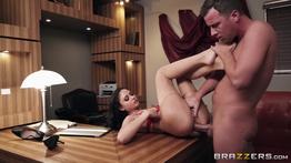 Secretaria safada fazendo sexo com patrão