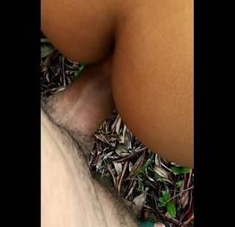 Sexo anal com morena gostosa no matagal