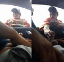 Vendedora de jornal pegando a rola do motorista