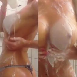 Novinha peituda no banho peladinha vazou no whatsapp