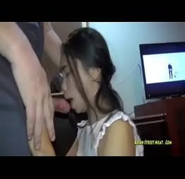 Colocou sobrinha asiática pra mamar gostoso e filmou