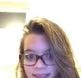 Novinha do whatsapp fazendo strip no banheiro cheia de tesão