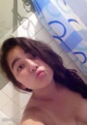 Novinha tirou vários nudes no banheiro e vazou na net
