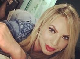 Sabrina Rabanne loiraça deliciosa puta de luxo faz boquete maravilhoso no cliente