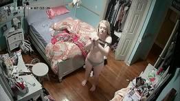 Câmera escondida no quarto da loirinha gostosa  | Madrugada do Prazer