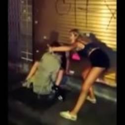 Comeu a amiga bêbada e safada após a festa na rua
