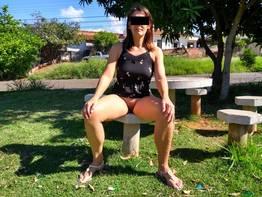 Esposa exibicionista sem roupa em publico