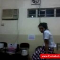 Filmou sexo na faculdade com a amiga safadinha