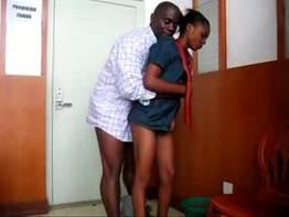 Porno de Guiné Equatorial com mulata gostosa