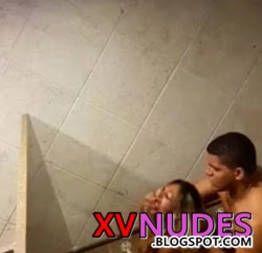 Flagra amigo fodendo loira bebada no banheiro da balada - XV NUDES