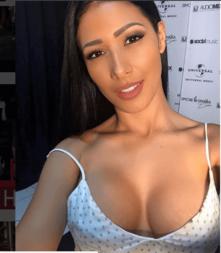 Fotos sensuais da cantora Simaria
