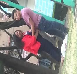 Novinha gordinha tarada chupando namorado no parque
