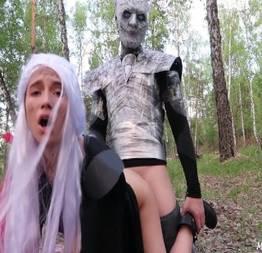 Game of Thrones cosplay: Daenerys dando pro Rei da Noite  Fantasiadas