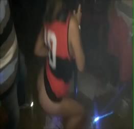 Juju Doidera Dancing Pelada na festa do Caricias - Metendo Na Novinha