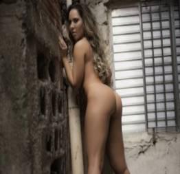 Mulher Melão pelada em ensaio fotográfico na sex