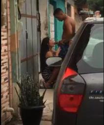 Flagra Novinha Pagando Boquete Na Rua - XXVIDEO.COM.BR
