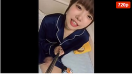 Japinha brincando de fazer selfie