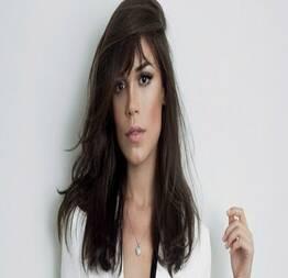 Julia lanina pelada em cena quente de sexo na série um contra todos