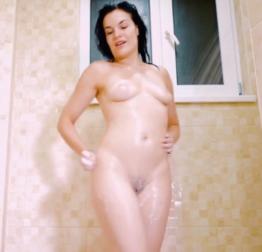 Masturbando gostoso no banho