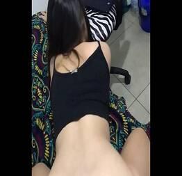 Esposa sentando na rola do amigo