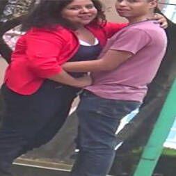 Flagra gordinha punhetando namorado na rua
