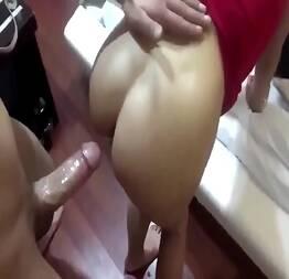 Mariana gostosa de quatro entrando na rola
