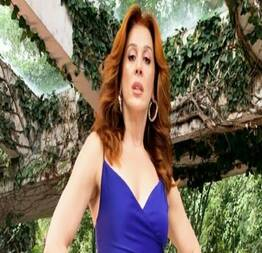 Cláudia raia pelada em nu frontal no filme matou a família e foi ao cinema