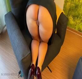 Empregada gostosa sentando na rola