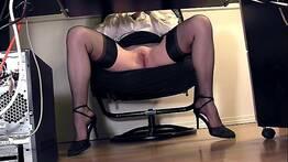 Flagrei minha secretaria com as pernas abertas - voyeurs
