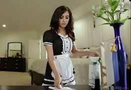 Empregada Lésbica dando pra patroa gostoso enquanto faxina
