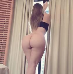 Loira tesuda exibido seu traseiro no motel de luxo