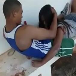 Novinha da escola matou aula para transar com o zé droguinha caiu na net