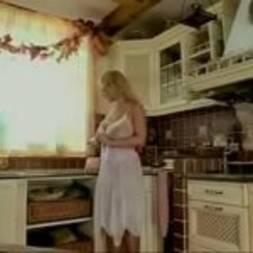 Putaria com madura gostosa na cozinha