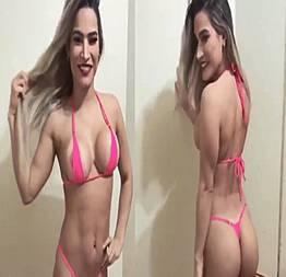 Raissa Barbosa (A FAZENDA 12) pagando peitinho em propaganda
