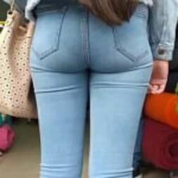 Rabinho da colegial de jeans safada