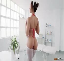 Tente não gozar com essa enfermeira gostosa