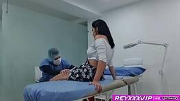 Câmera escondida flagra ginecologista fodendo a paciente