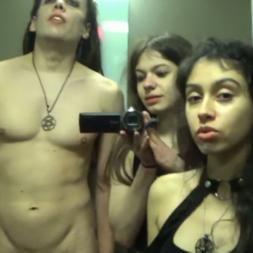 Novinhas foda anal e sexo a três em um elevador escondido